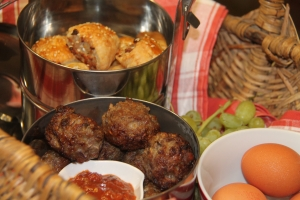 These tasty lamb meat balls or 'frikadelle' are so easy to prepare and perfect for 'padkos' /road food.